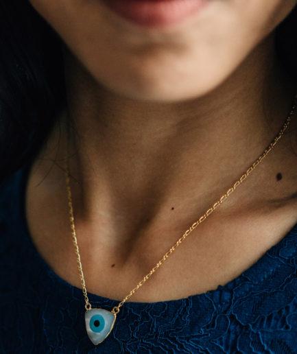 joaparis-bijoux-ecommerce-nacre-collier-oeil-bleu-evil-eye-protection-haute-fantaisie-vermeil-mode-femme-paris-parisienne-fabriqué-en-france-fait-main-joaillerie-fine